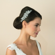 Bridal-pearl-and-crystal-comb-Ivory-and-co-madrid-model-side1