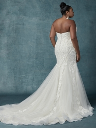 Maggie-Sottero-Quincy-9MT014-Curve-Back