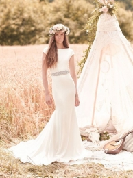 Amazing all crêpe gown with boat neckline and cap sleeves. Fit and flare skirt.