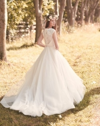 Lace bodice with boat neckline and cap sleeve